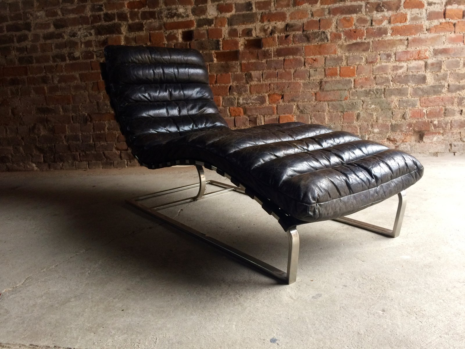 Vintage Mid Century Leather Chaise Lounge from Oviedo for sale at