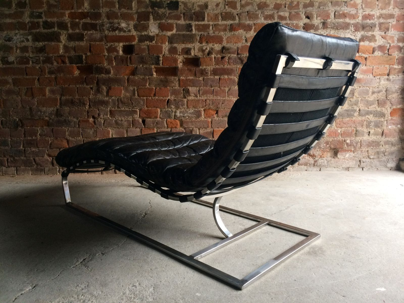 Vintage mid century leather chaise lounge from oviedo for for Antique leather chaise lounge