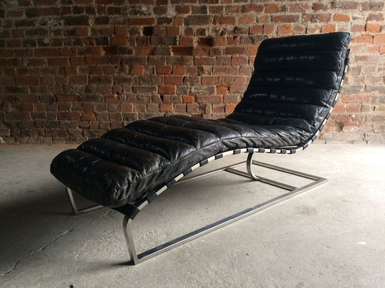 vintage mid century leather chaise lounge from oviedo for. Black Bedroom Furniture Sets. Home Design Ideas