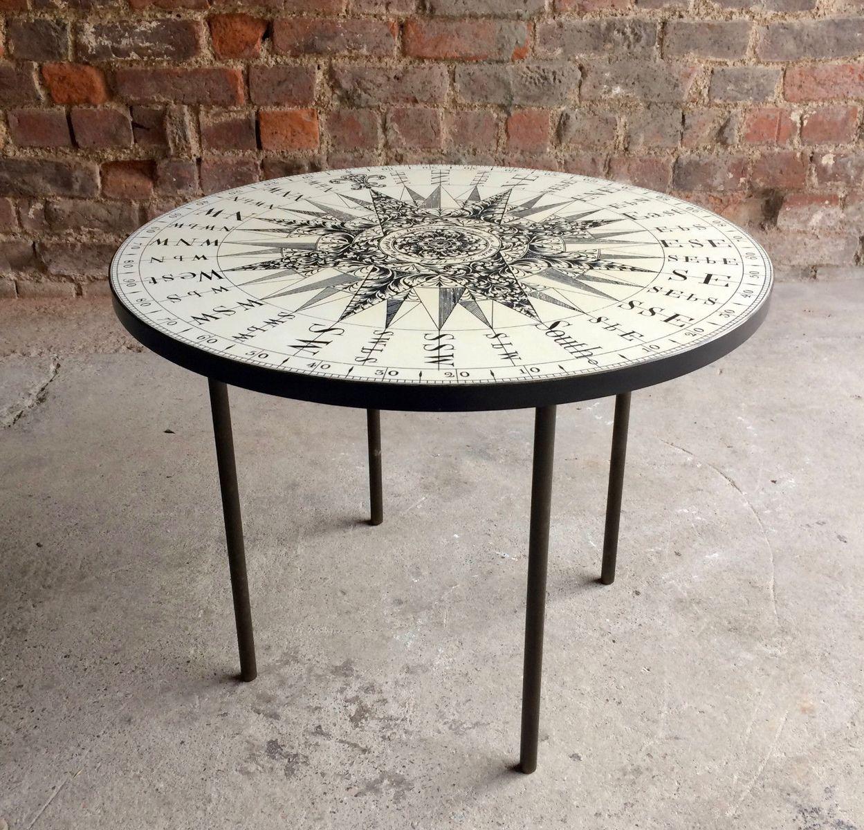 runder mid century beistelltisch mit kompass tischplatte bei pamono kaufen. Black Bedroom Furniture Sets. Home Design Ideas