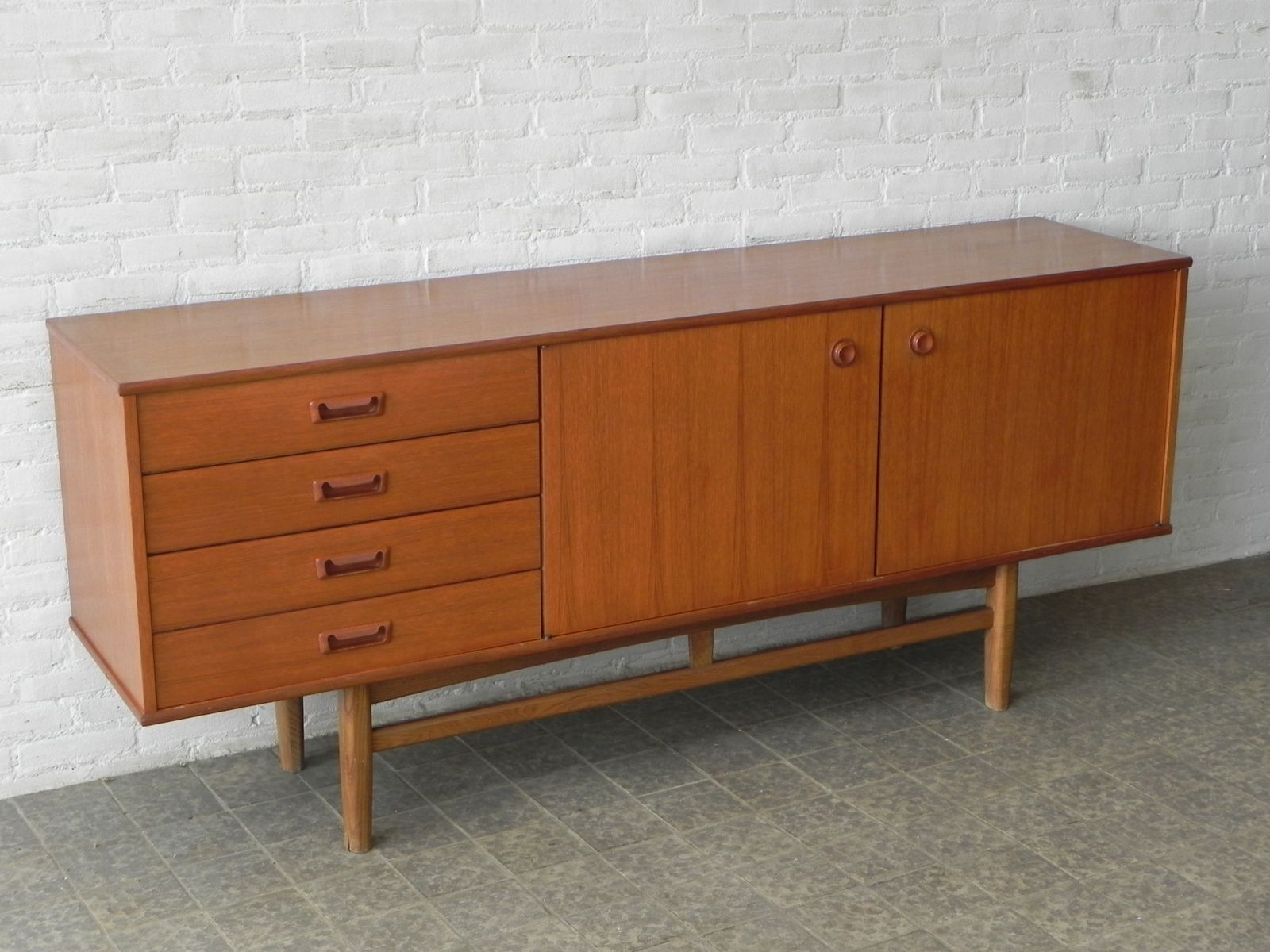 mid century sideboard bei pamono kaufen. Black Bedroom Furniture Sets. Home Design Ideas