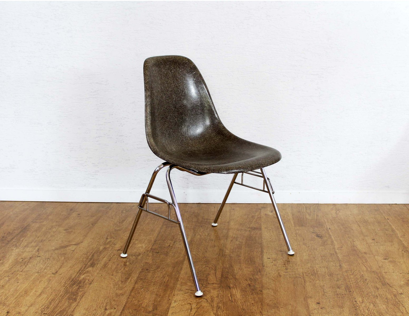 Mid century model dss chair by charles ray eames for for Eames chair nachbau deutschland