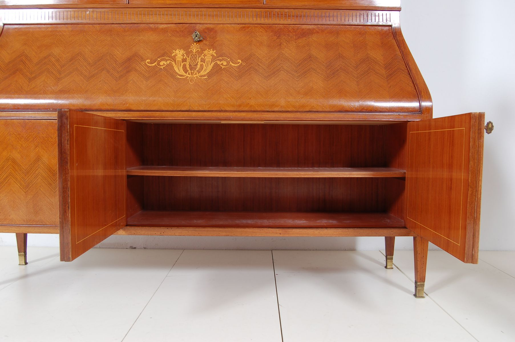 Vintage italian cabinet 1950s for sale at pamono for Italian cabinets