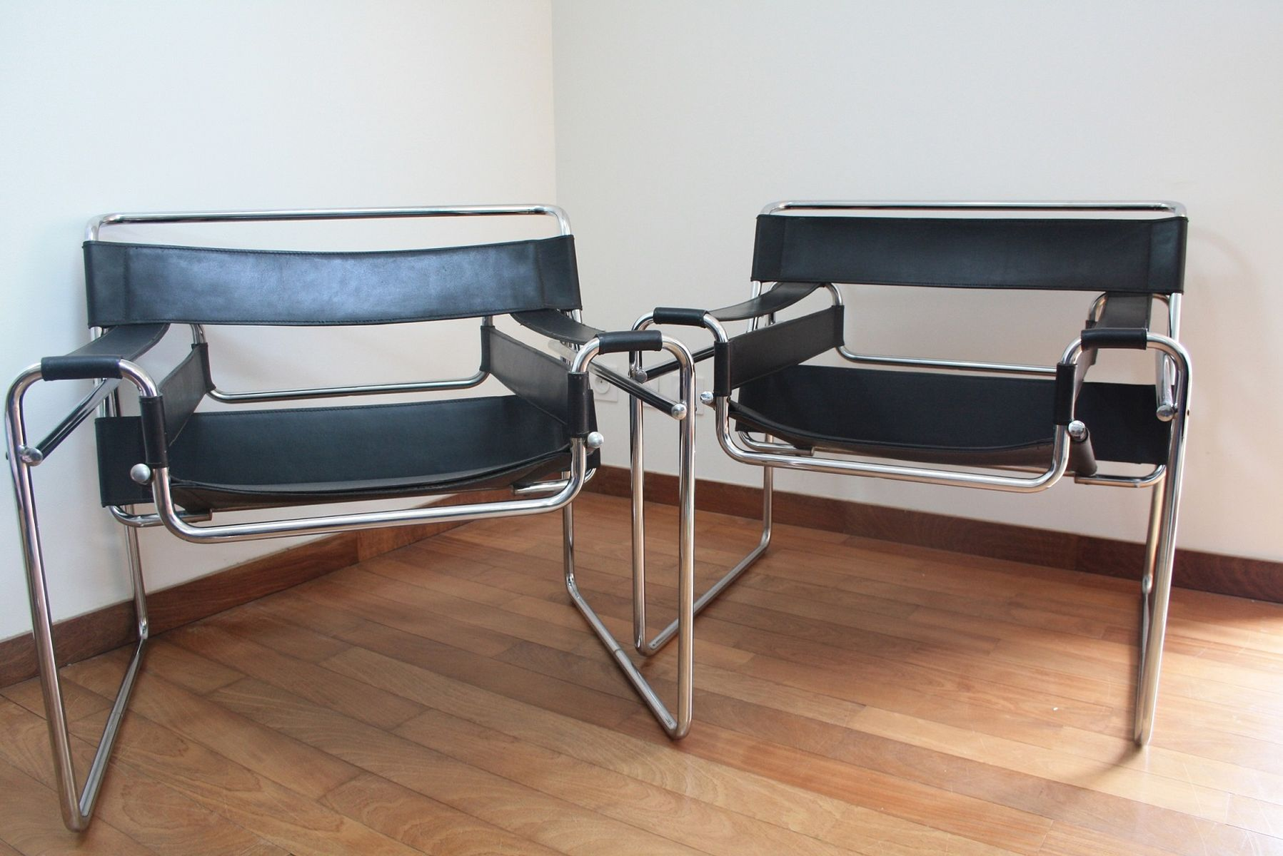 b3 wassily sessel von marcel breuer 1960er 2er set bei pamono kaufen. Black Bedroom Furniture Sets. Home Design Ideas