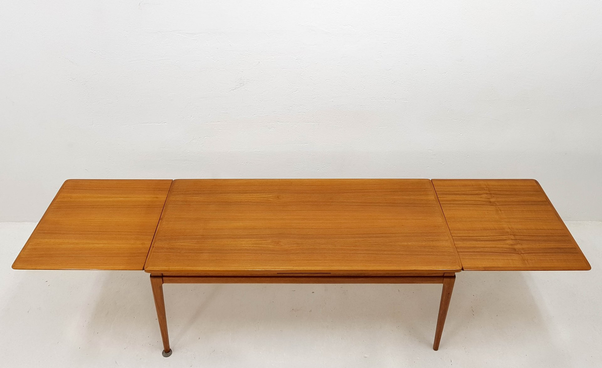 Extendable Teak Veneer Coffee Table By Johannes Anderson For CFC  Silkenborg, 1965