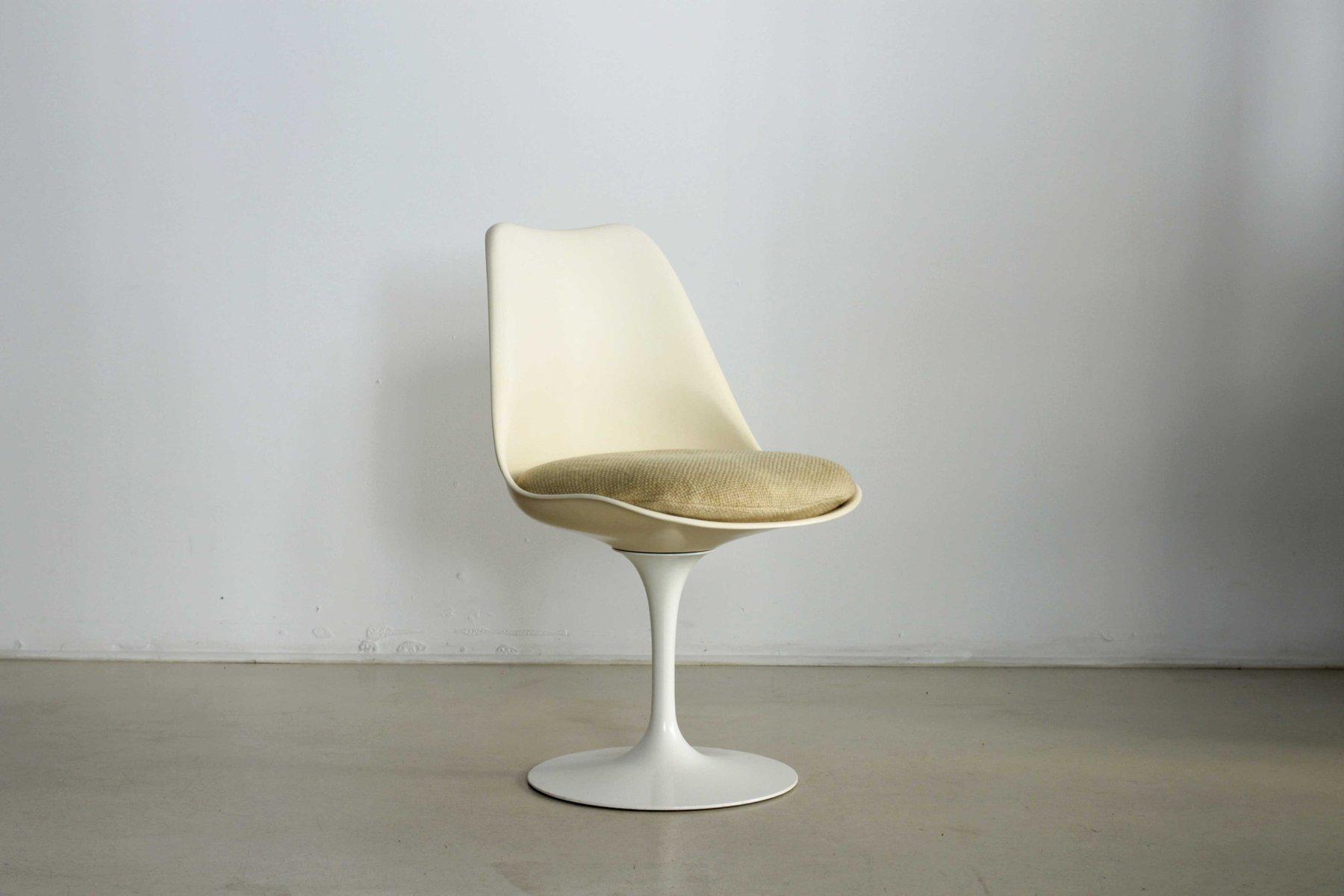 Swivelling Tulip Chairs by Eero Saarinen for Knoll 1960s Set of
