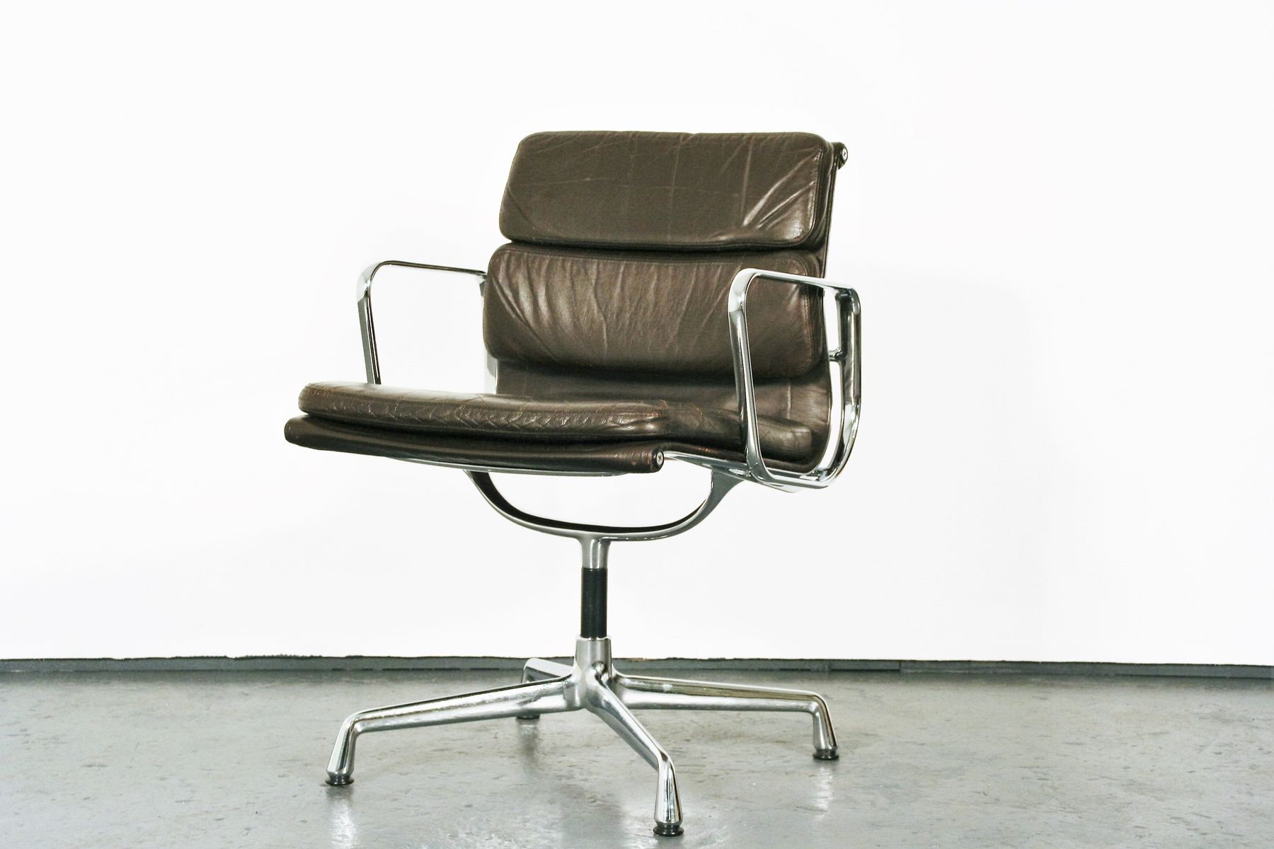 mid century ea207 soft pad chair by charles eames for. Black Bedroom Furniture Sets. Home Design Ideas