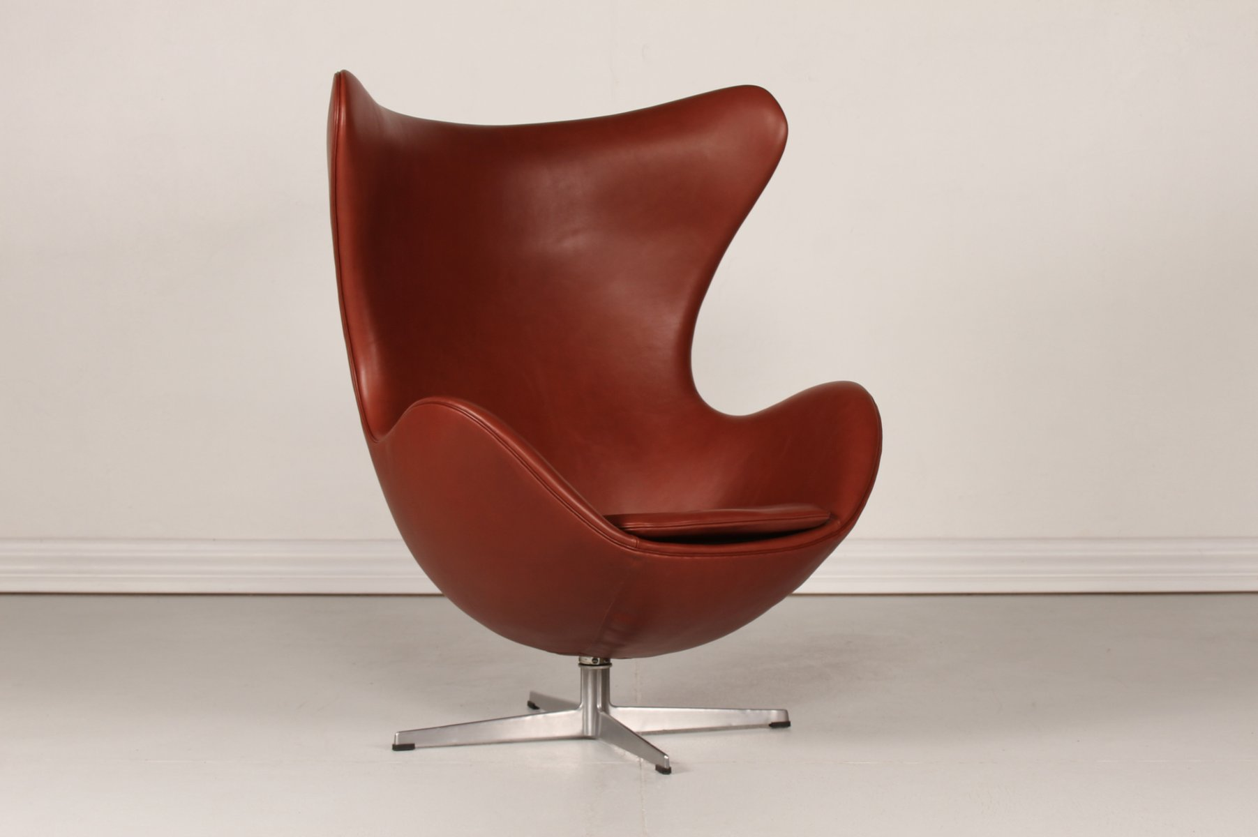 3316 cognac leather egg chair by arne jacobsen for fritz. Black Bedroom Furniture Sets. Home Design Ideas