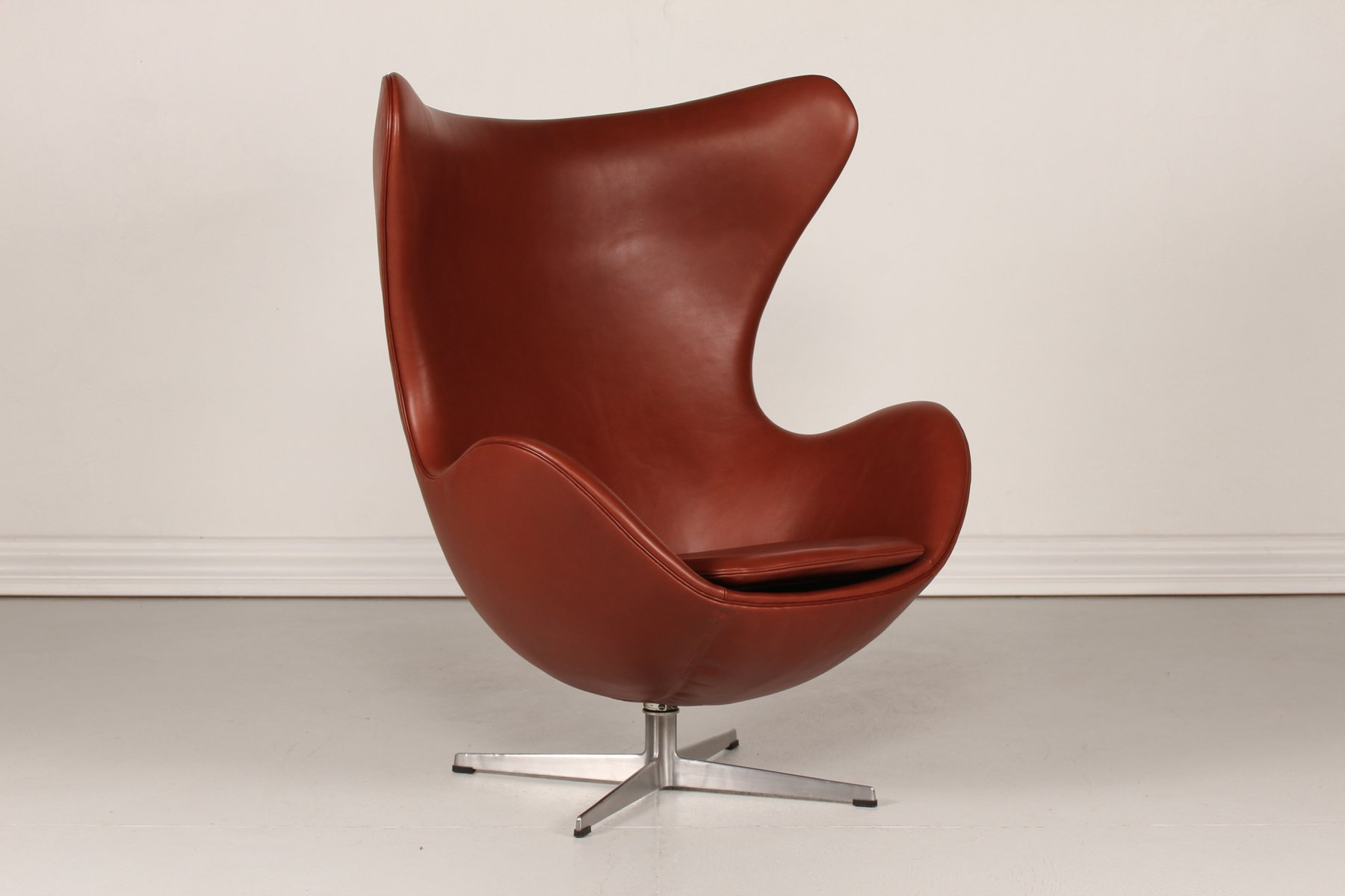 3316 cognac leather egg chair by arne jacobsen for fritz hansen 1969 for sale at pamono. Black Bedroom Furniture Sets. Home Design Ideas
