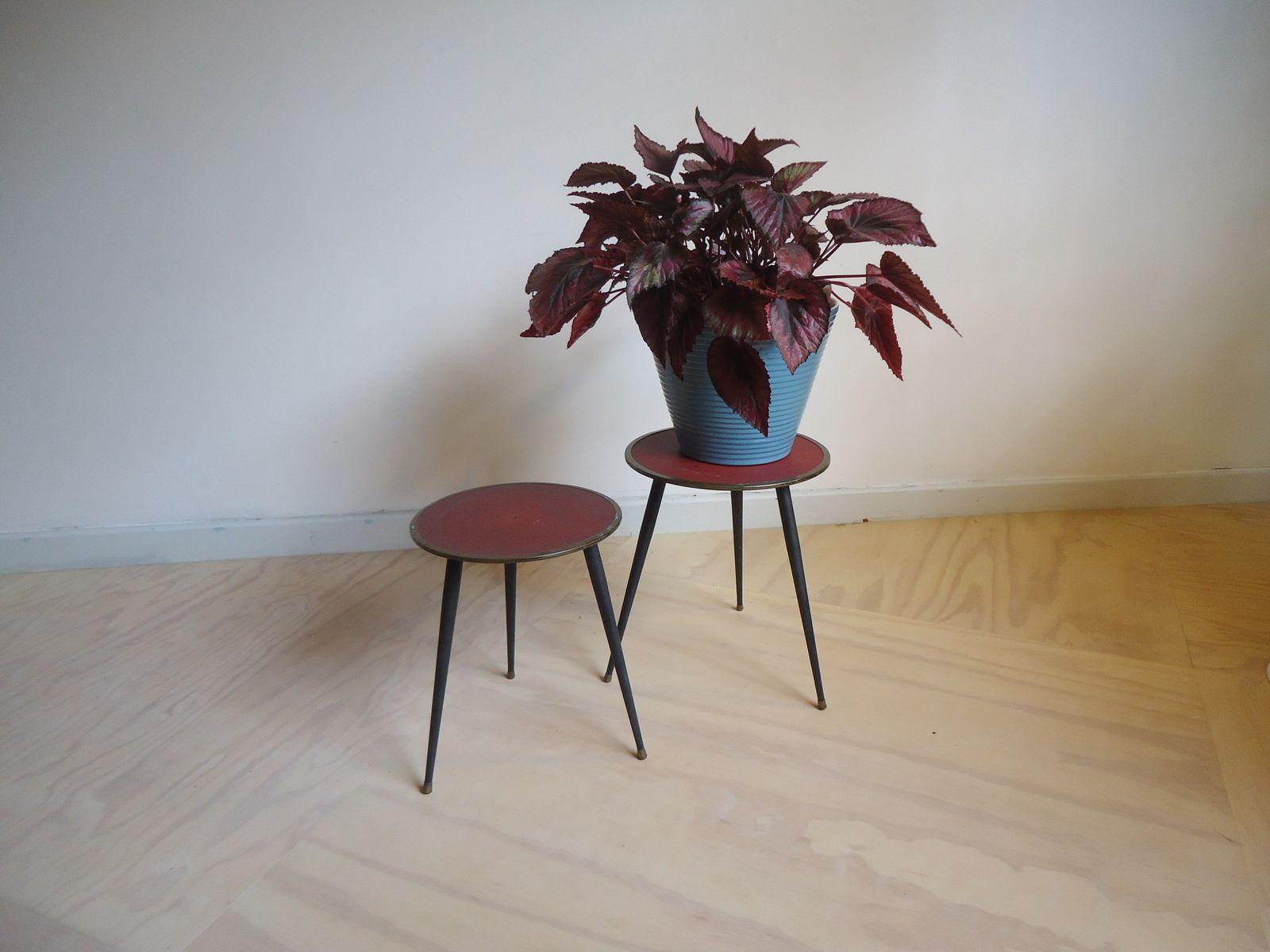 beistelltische in schwarz rot 1960er 2er set bei. Black Bedroom Furniture Sets. Home Design Ideas