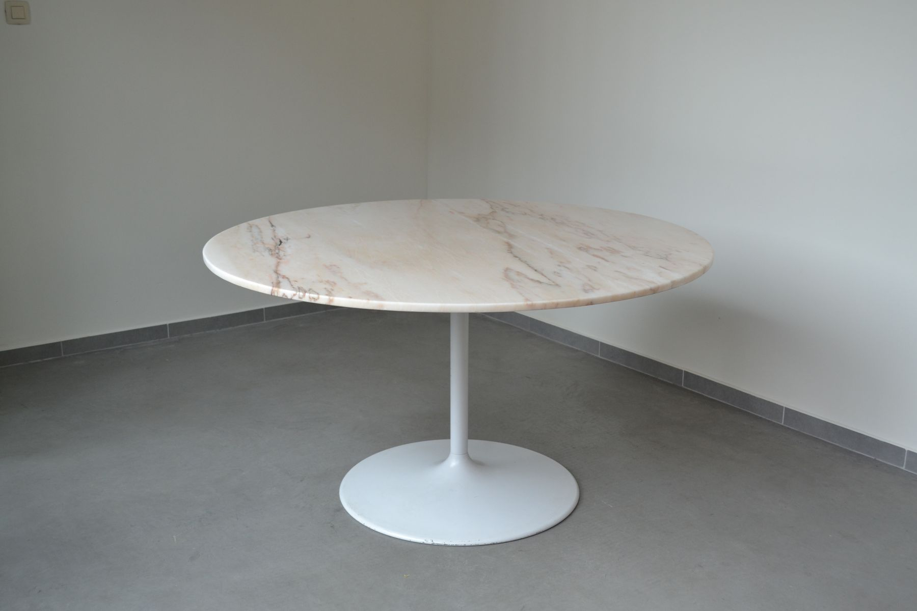Round Marble Dining Table with Tulip Base 1970s for sale  : round marble dining table with tulip base 1970s 1 from www.pamono.com size 1800 x 1200 jpeg 63kB