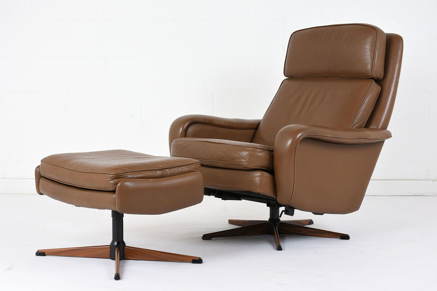 vintage leather lounge chair and ottoman 1960s for sale at pamono. Black Bedroom Furniture Sets. Home Design Ideas