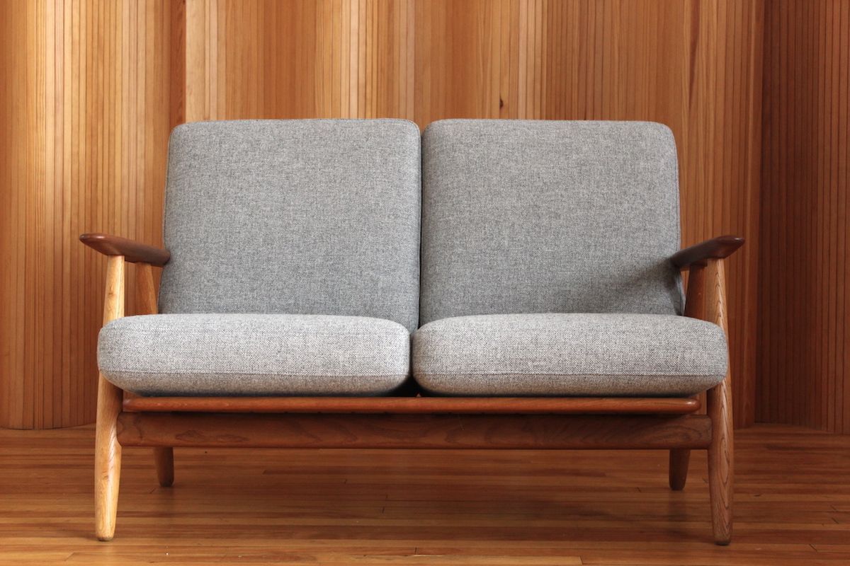 GE240/2 Oak And Teak Cigar Sofa By Hans Wegner For Getama, 1955