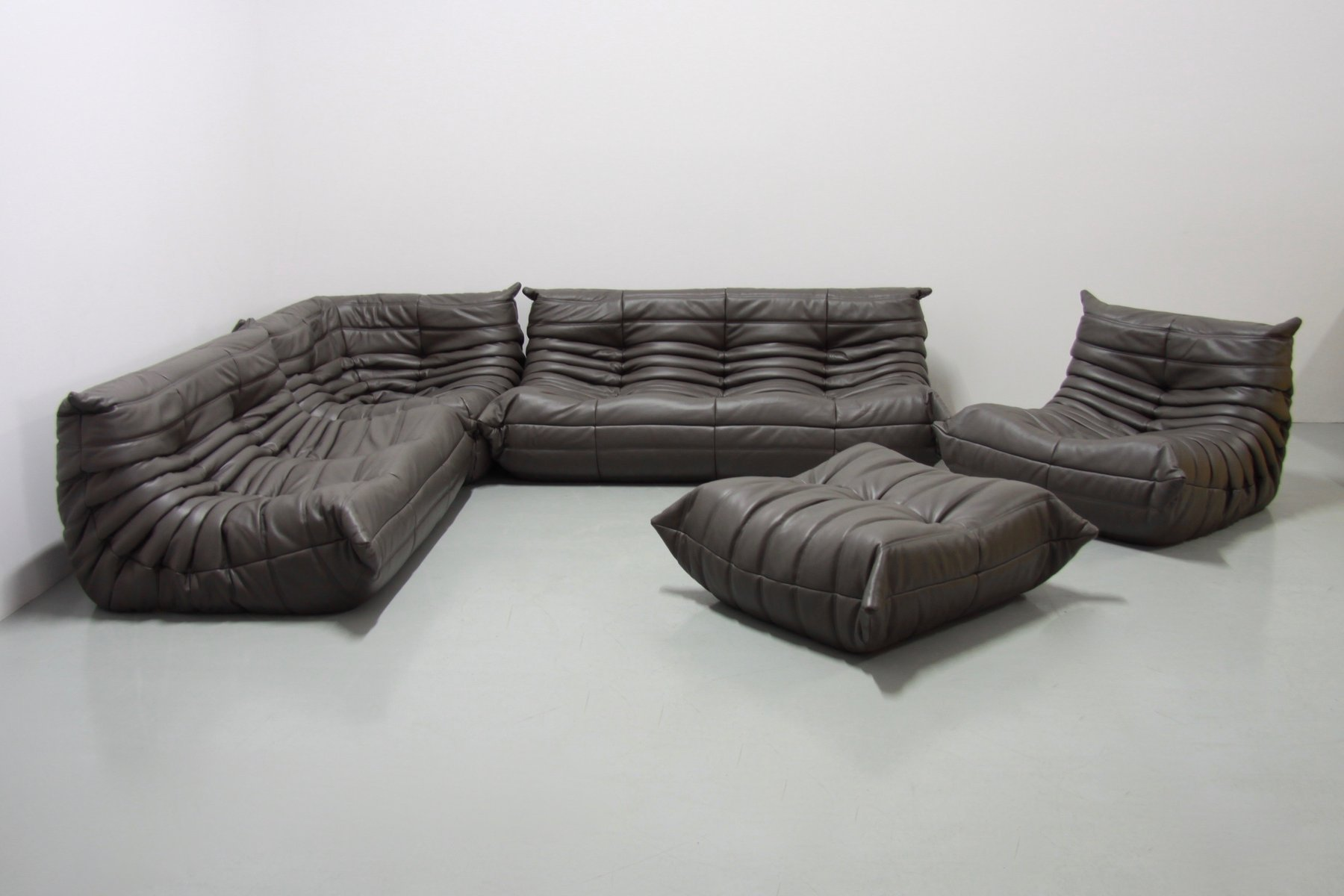 vintage graphit togo ledersofa set von michel ducaroy f r ligne roset 1970er bei pamono kaufen. Black Bedroom Furniture Sets. Home Design Ideas