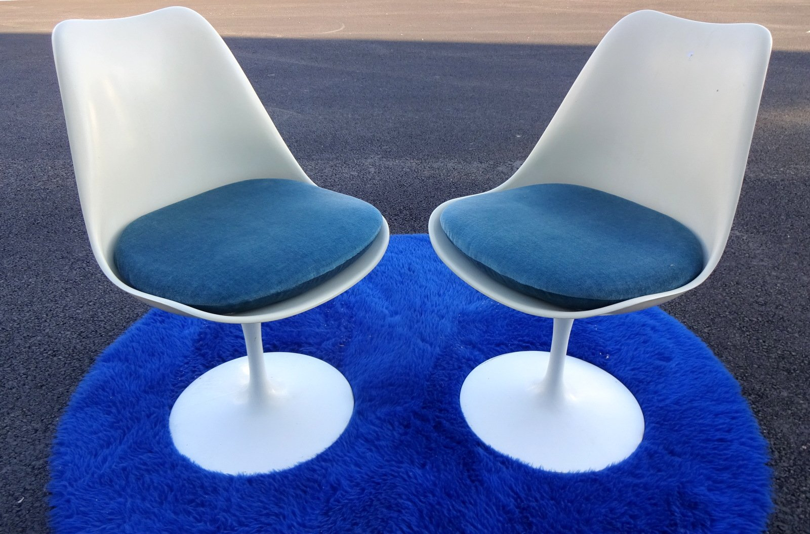 tulip chairs by eero saarinen for knoll inc knoll. Black Bedroom Furniture Sets. Home Design Ideas