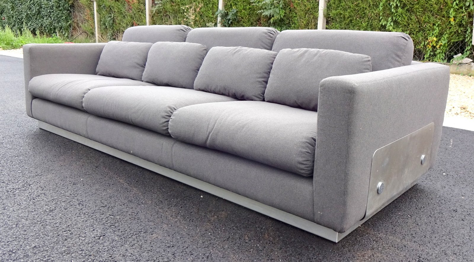 graues sofa 1970er bei pamono kaufen. Black Bedroom Furniture Sets. Home Design Ideas