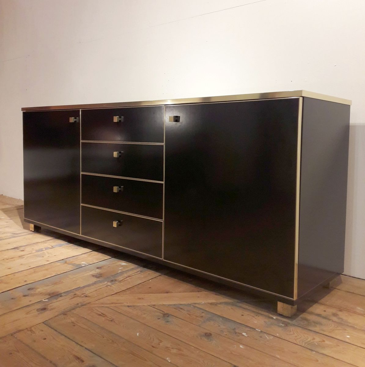 italienisches schwarz lackiertes sideboard von dalvera. Black Bedroom Furniture Sets. Home Design Ideas