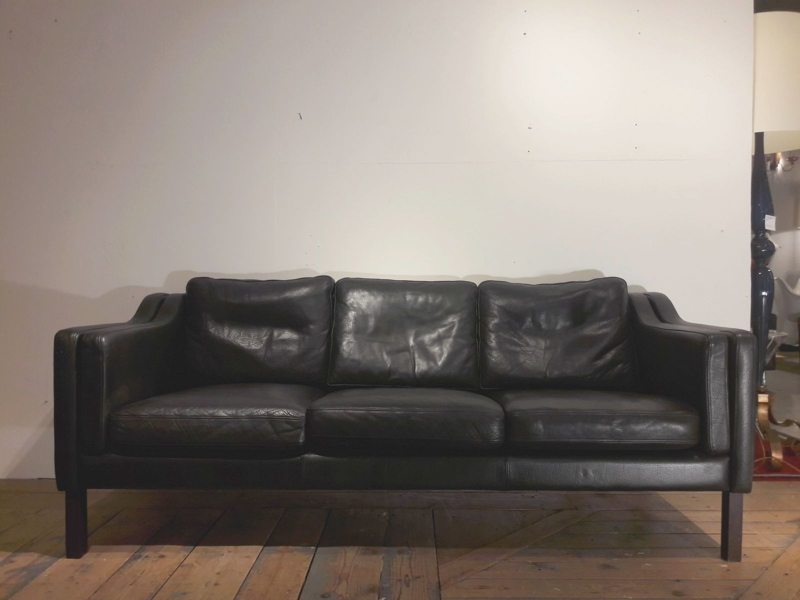 schwarzes skandinavisches vintage 3 sitzer ledersofa bei pamono kaufen. Black Bedroom Furniture Sets. Home Design Ideas