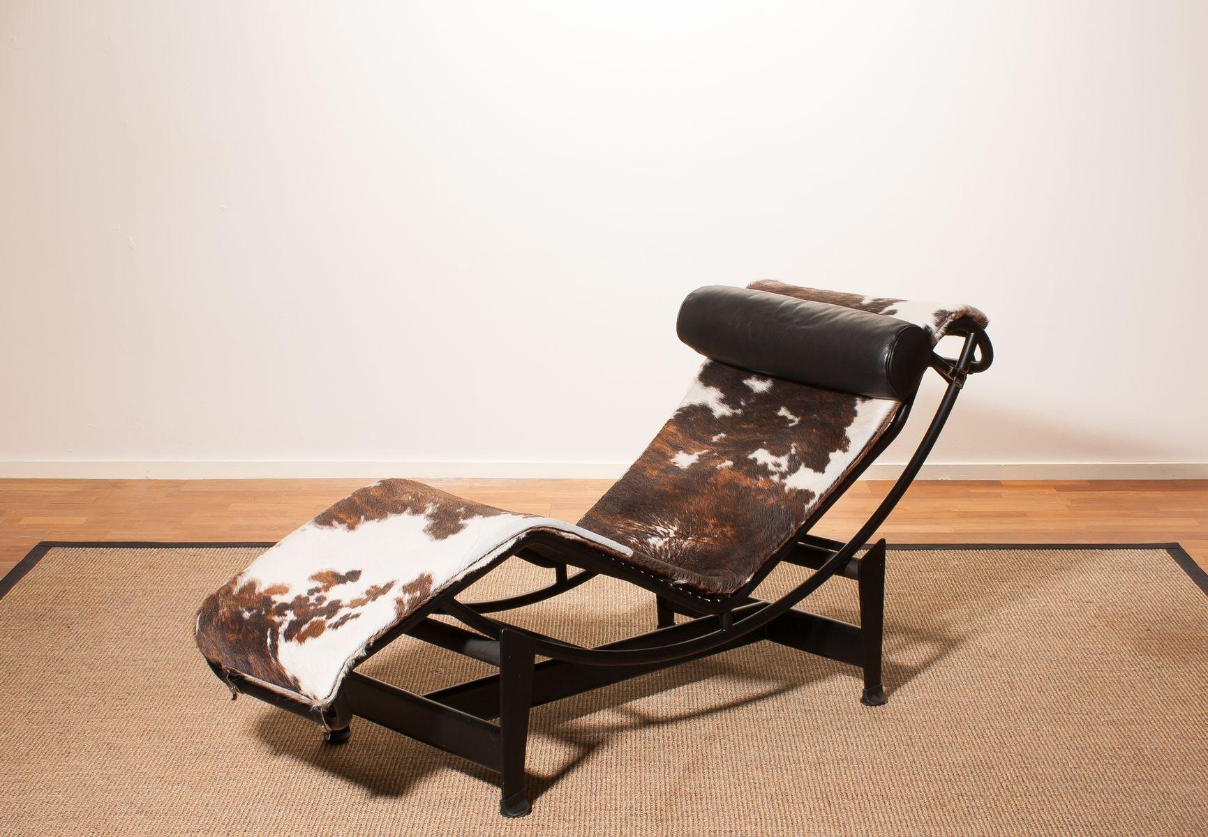 schwarzer modell lc4 sessel von le corbusier f r cassina. Black Bedroom Furniture Sets. Home Design Ideas