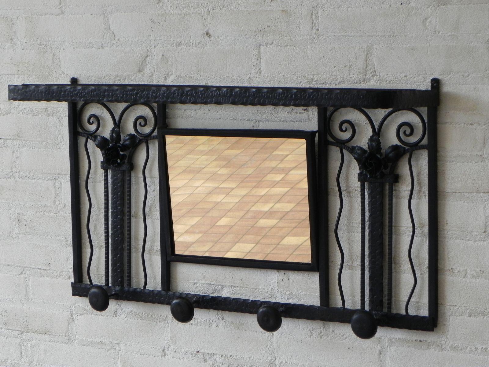 art deco kleiderst nder aus stahl mit spiegel 1930er bei pamono kaufen. Black Bedroom Furniture Sets. Home Design Ideas