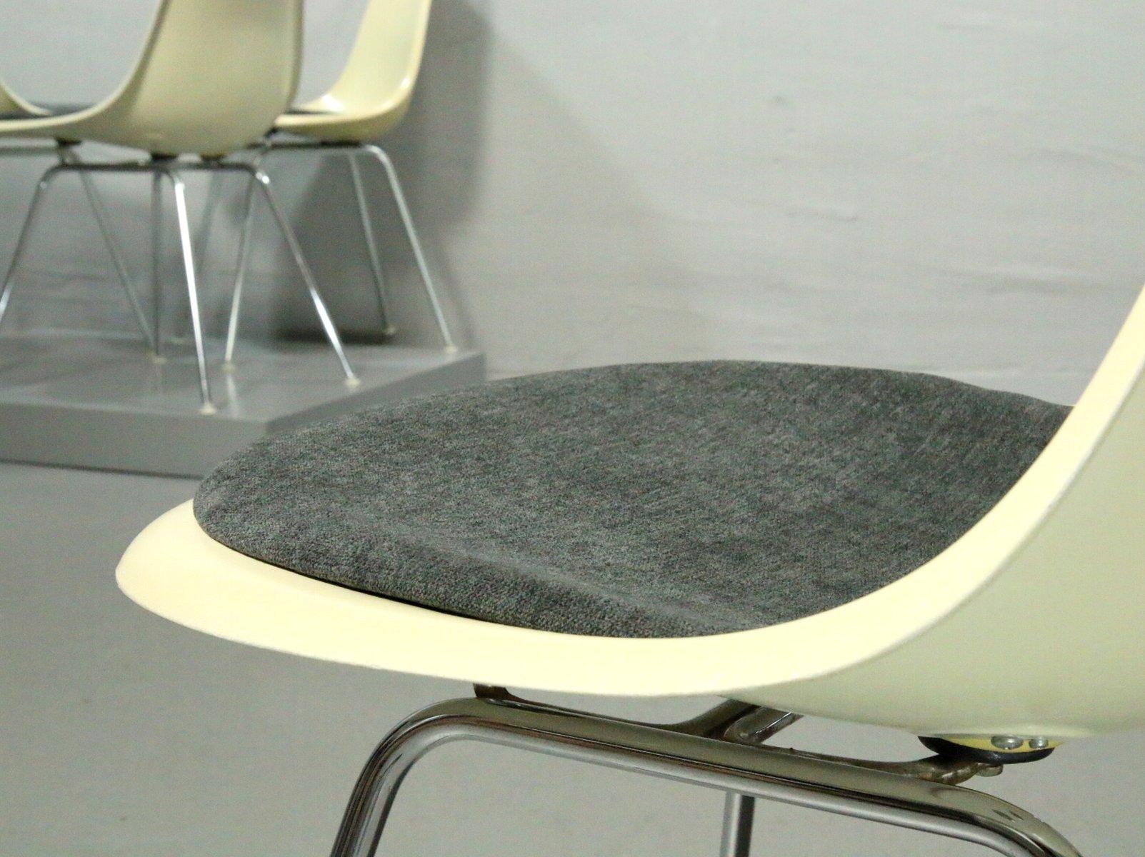 chaises d appoint en fibre de verre avec socles en h par charles ray eames pour vitra 1970s. Black Bedroom Furniture Sets. Home Design Ideas