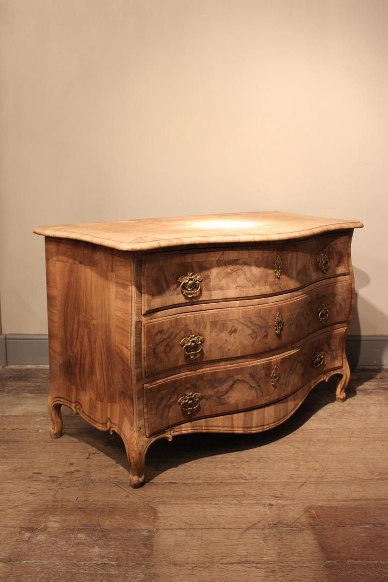 Commode furniture - 18th Century French Serpentine Commode