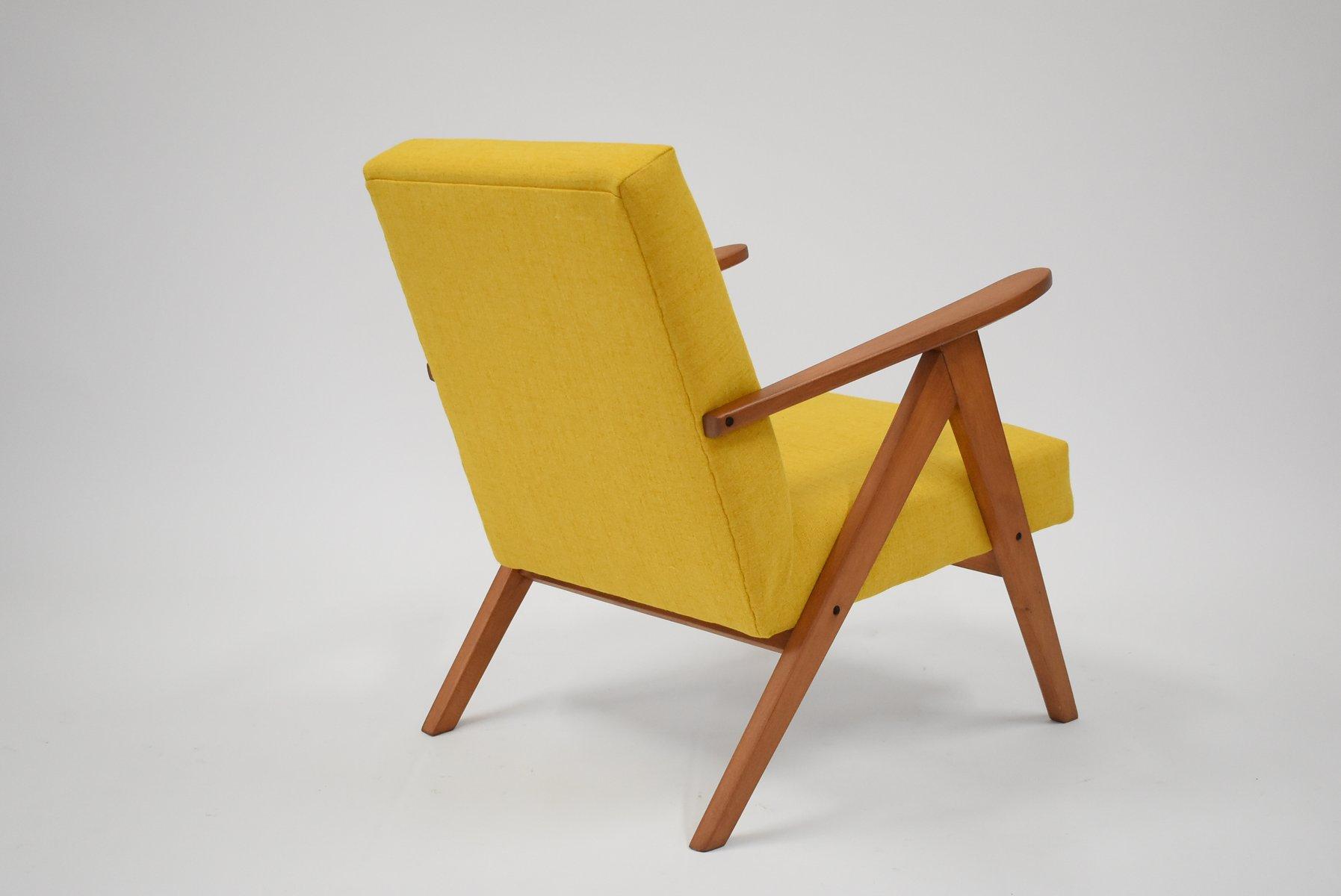 gelber polnischer b 310 var sessel 1960er bei pamono kaufen. Black Bedroom Furniture Sets. Home Design Ideas
