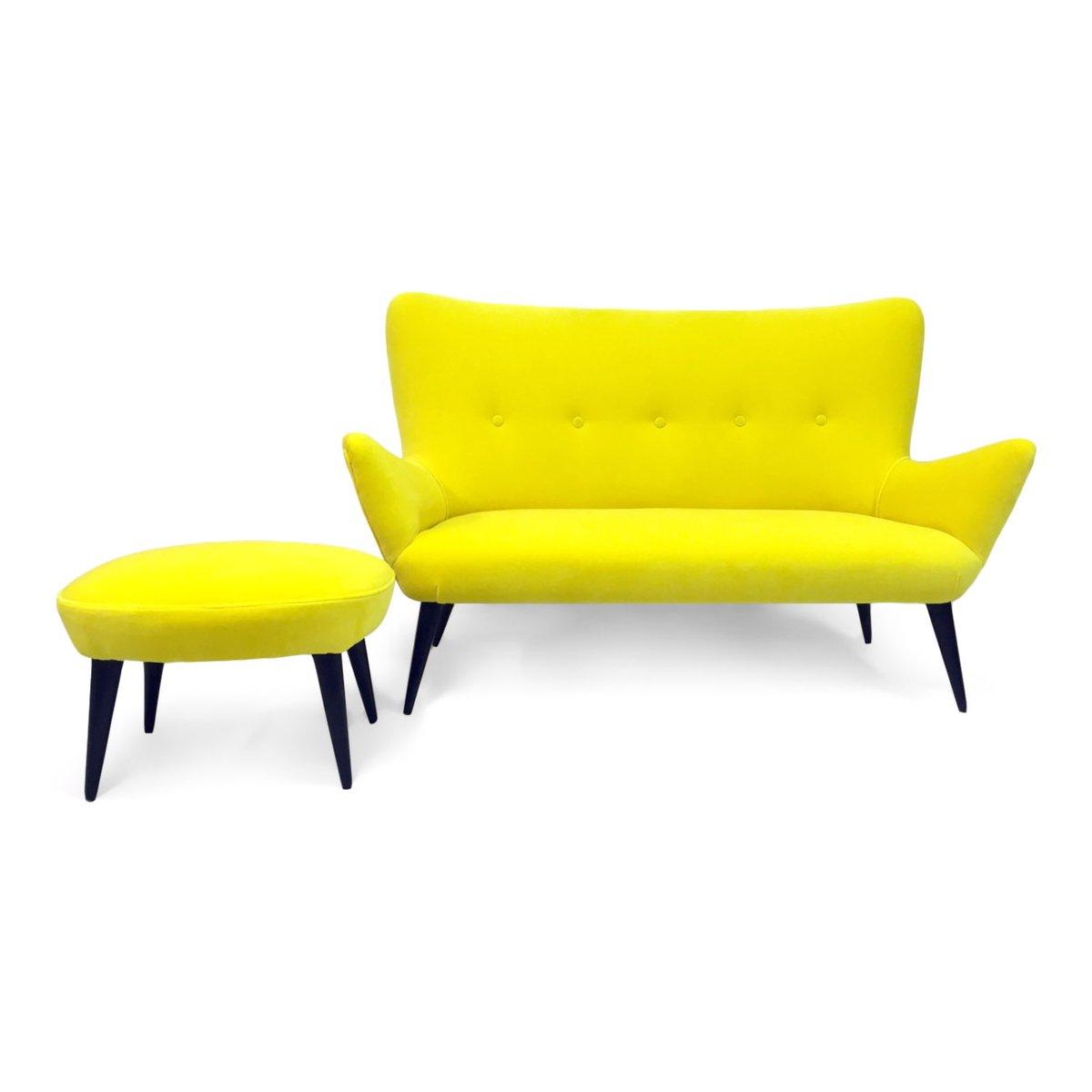 Italienisches Gelbes Sofa Und Hocker Aus Samt 1950er 2er Set Bei Pamono Kaufen