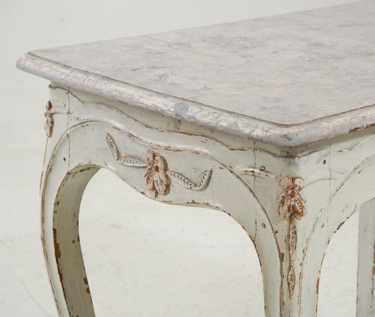 Antique Swedish Freestanding Table with Carvings - Antique Swedish Freestanding Table With Carvings For Sale At Pamono