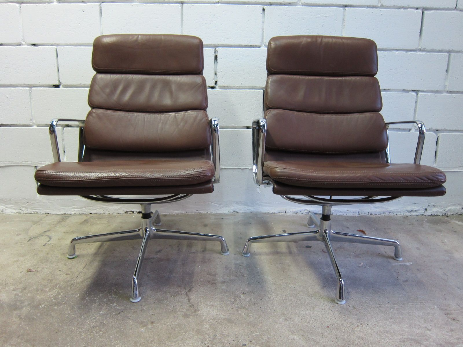 ea 216 softpad lounge chairs by charles ray eames for vitra