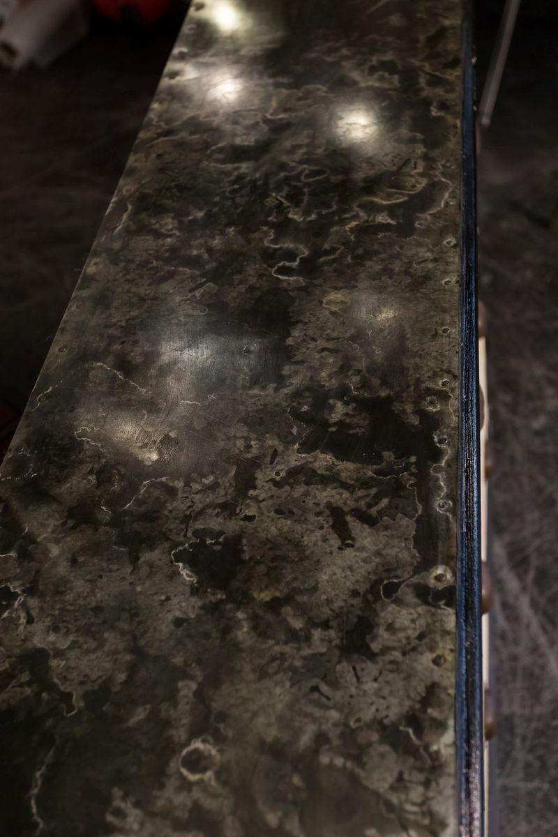 antike schr nke mit zink tischplatten 2er set bei pamono. Black Bedroom Furniture Sets. Home Design Ideas
