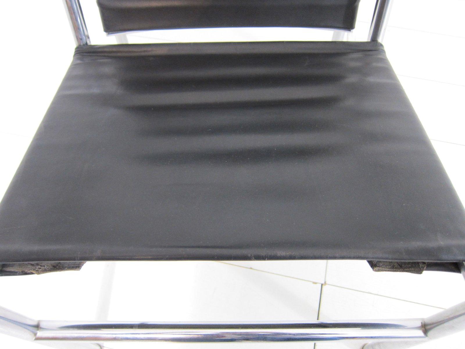 poltrona lc1 vintage in pelle nera di le corbusier pierre jeanneret charlotte perriand per. Black Bedroom Furniture Sets. Home Design Ideas