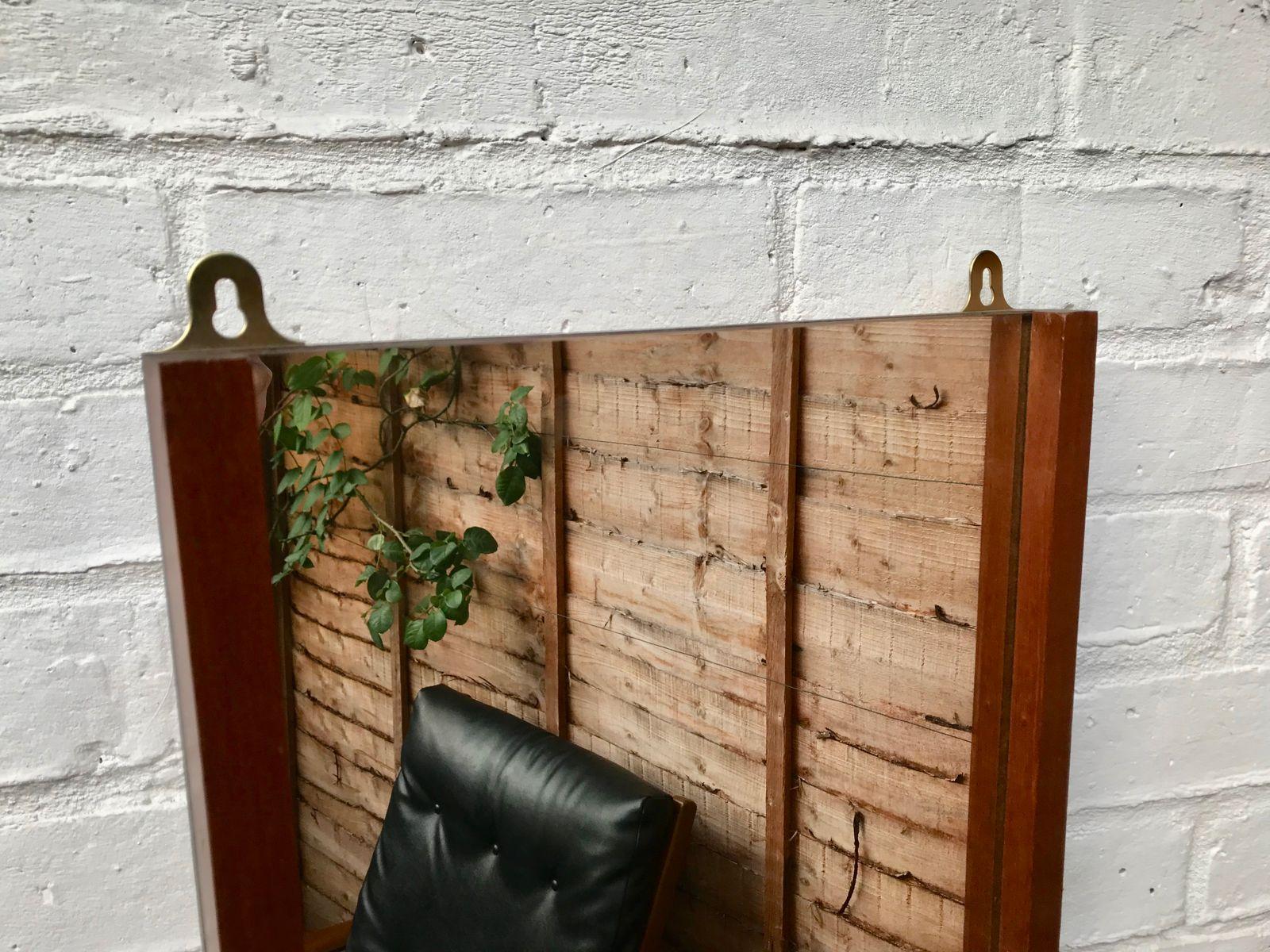 vintage wandspiegel mit regal 1960er bei pamono kaufen. Black Bedroom Furniture Sets. Home Design Ideas