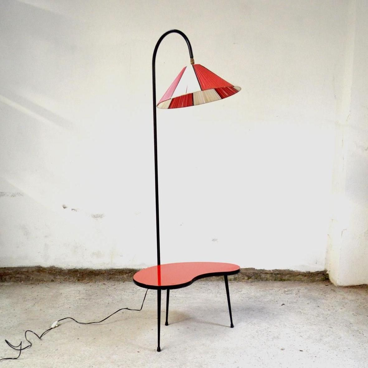 Mid century dreibein stehlampe mit tischchen bei pamono kaufen for Stehlampe mit kristallen