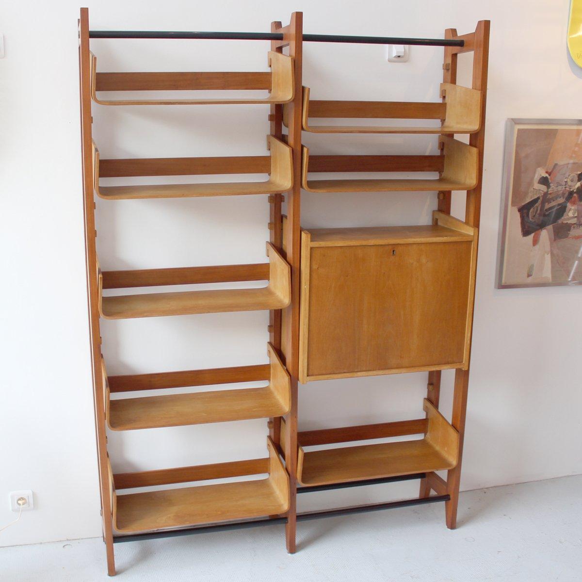 italienisches vintage regal mit geschwungenen ablagen aus. Black Bedroom Furniture Sets. Home Design Ideas