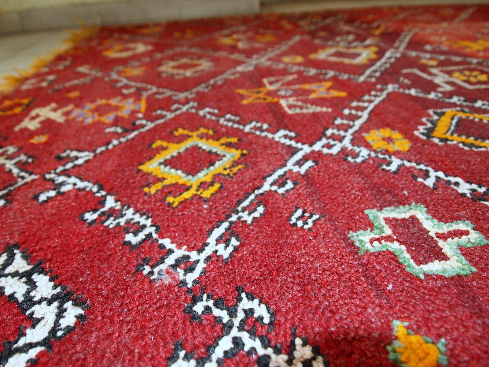 handgemachter antiker marokkanischer berber teppich 1910er bei pamono kaufen. Black Bedroom Furniture Sets. Home Design Ideas