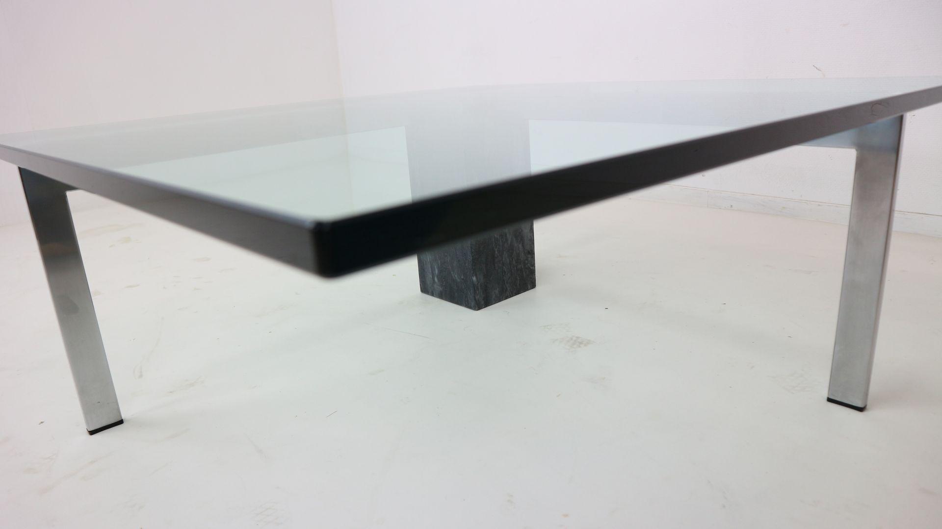 Moderner italienischer couchtisch aus marmor glas for Designer couchtisch glas marmor