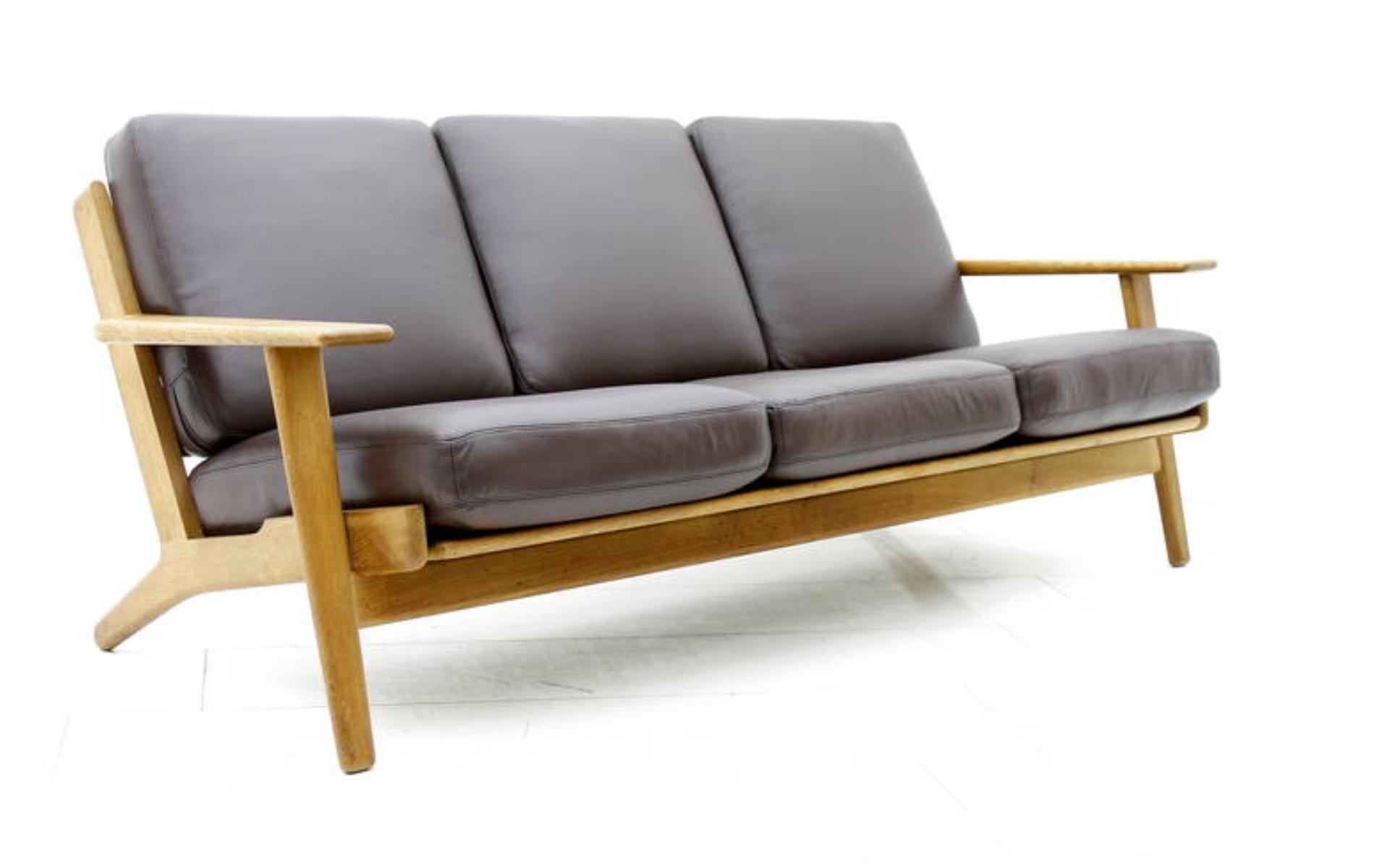 d nisches sofa aus eiche leder von hans j wegner f r. Black Bedroom Furniture Sets. Home Design Ideas