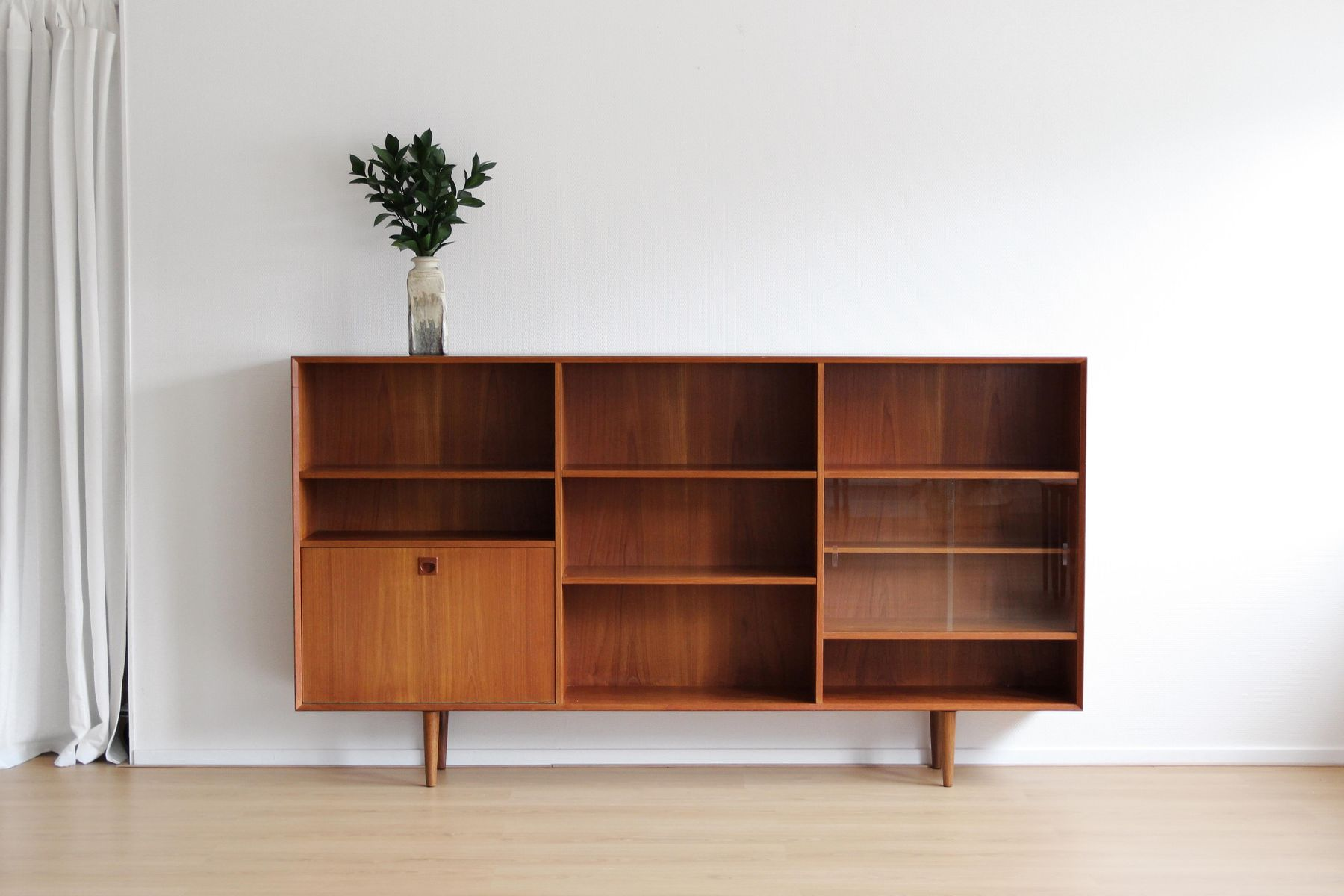 biblioth que basse mid century en teck danemark 1960s en vente sur pamono. Black Bedroom Furniture Sets. Home Design Ideas