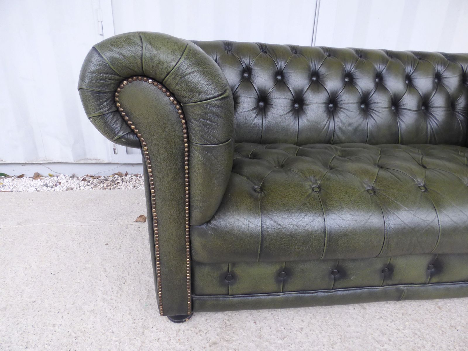vintage french chesterfield sofa 1970s for sale at pamono. Black Bedroom Furniture Sets. Home Design Ideas