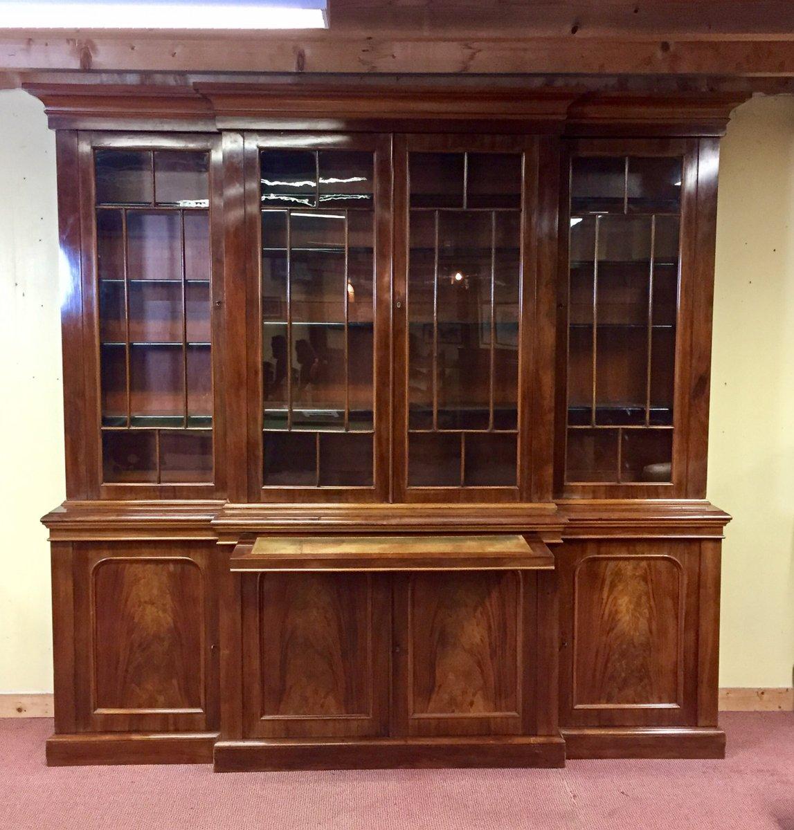 viktorianischer antiker schrank aus mahagoni mit vitrine bei pamono kaufen. Black Bedroom Furniture Sets. Home Design Ideas