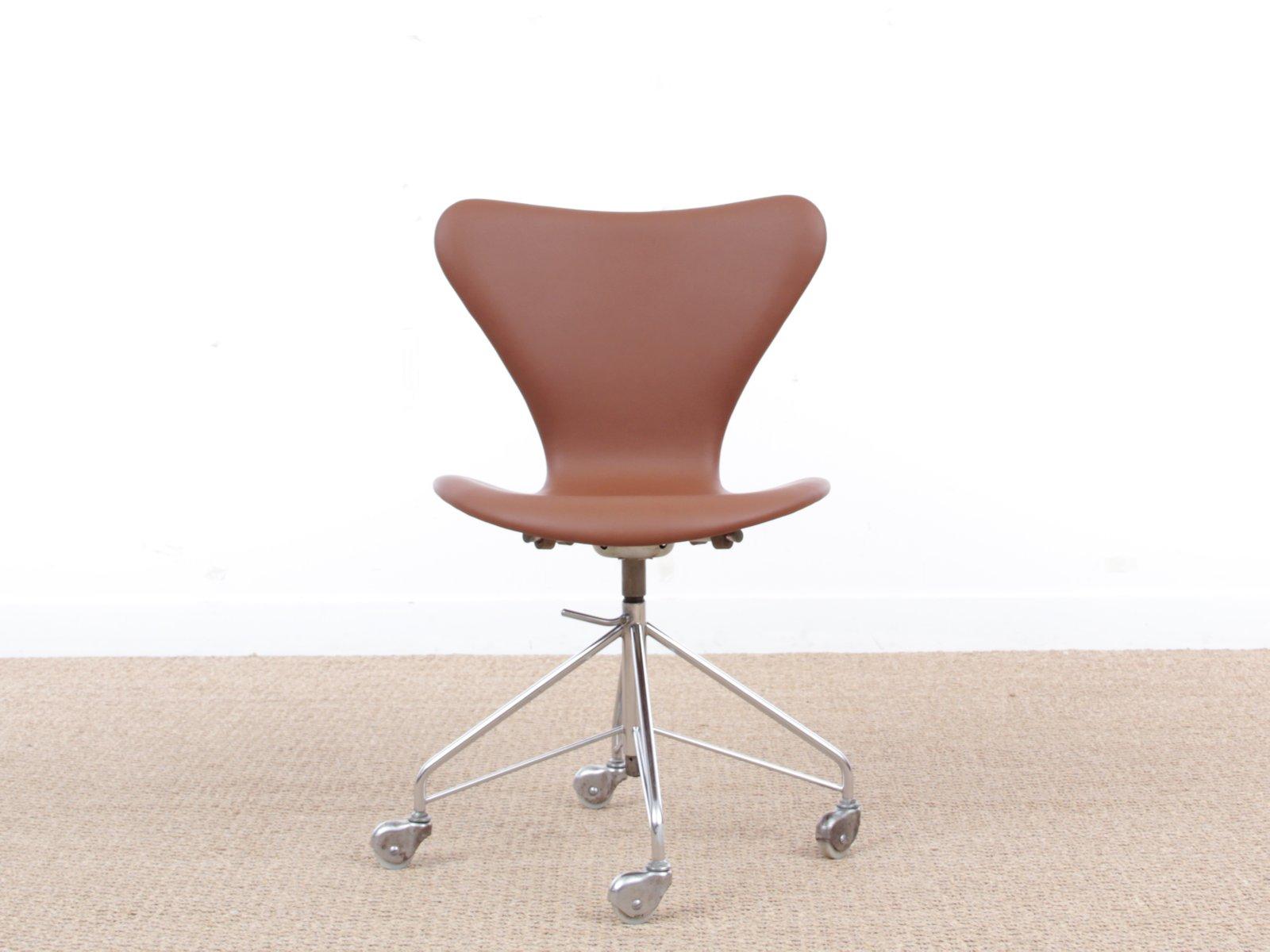 Mid Century Modern Model 3117 Desk Chair by Arne Jacobsen for
