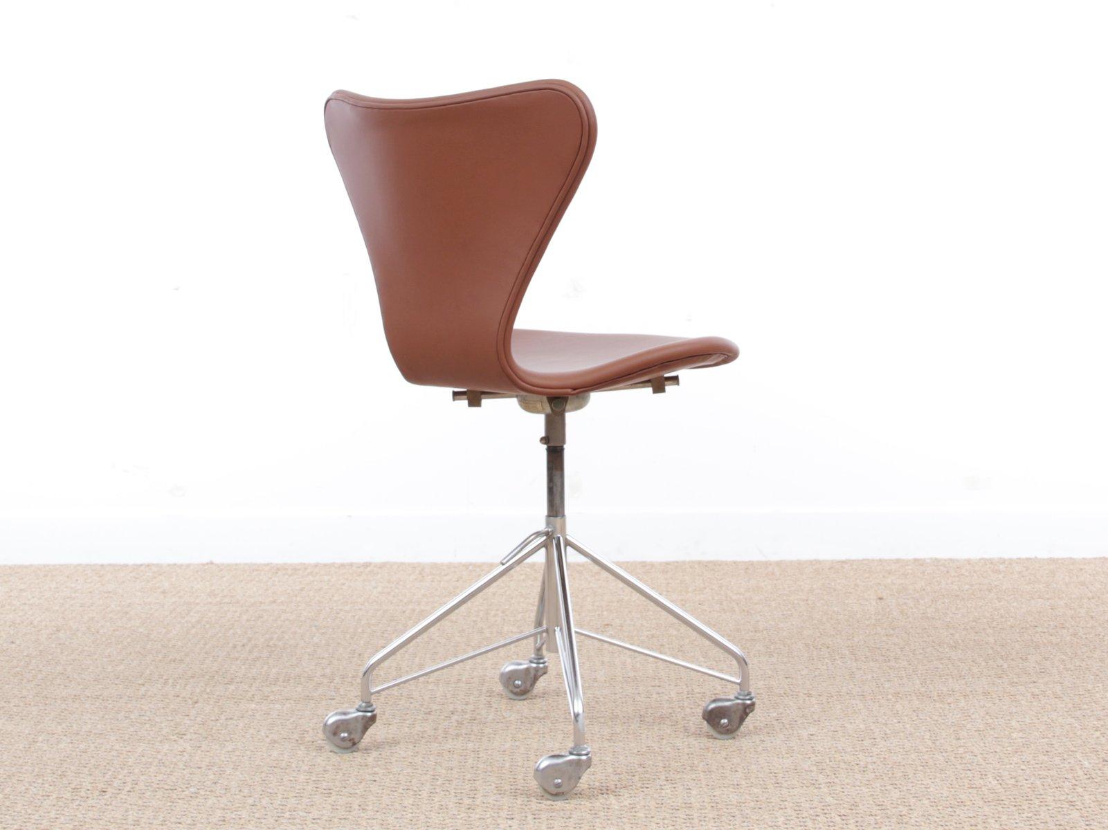 Mid century modern model 3117 desk chair by arne jacobsen for Chaise arne jacobsen