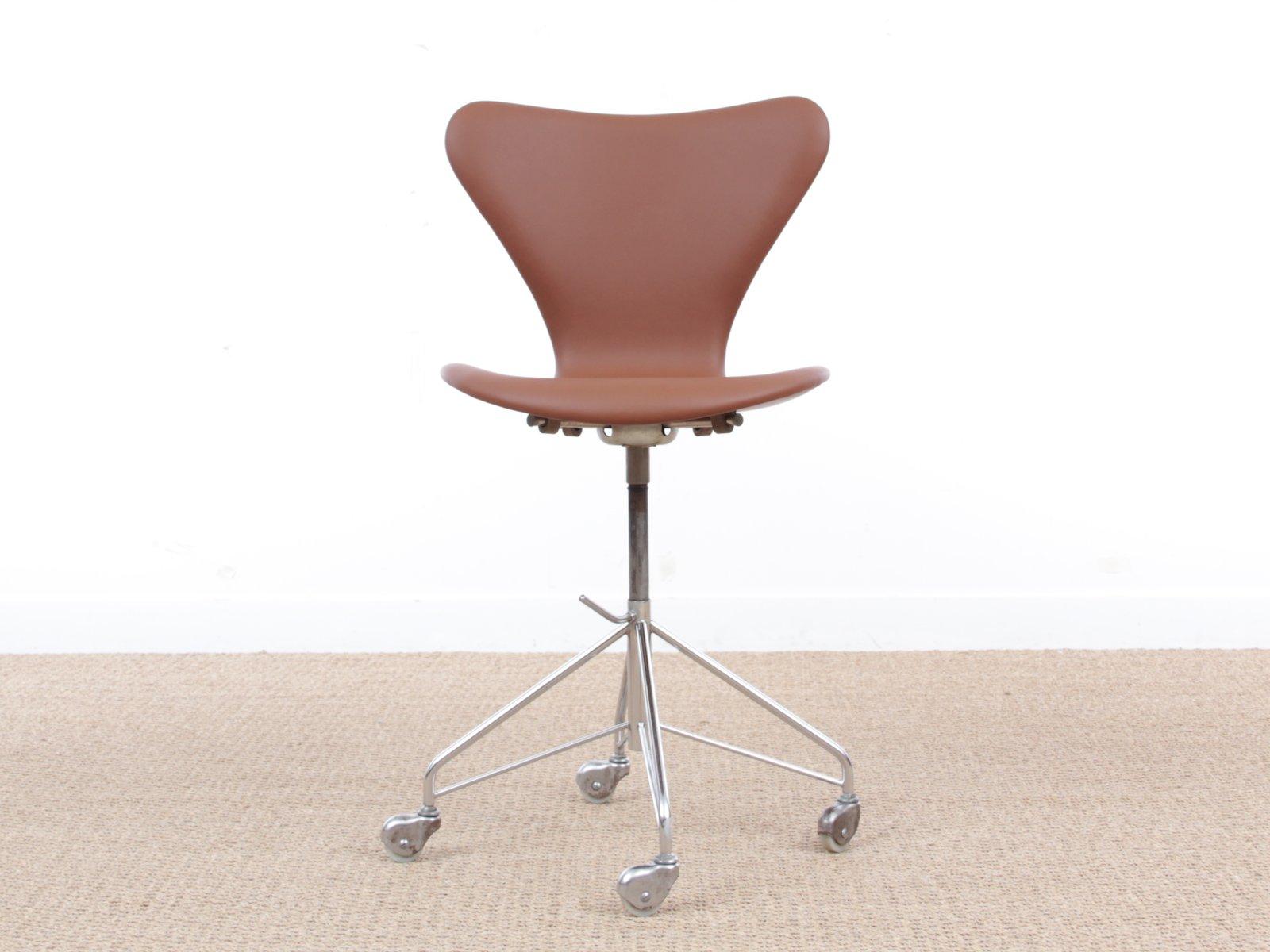 mid century modern modell 3117 schreibtischstuhl von arne. Black Bedroom Furniture Sets. Home Design Ideas