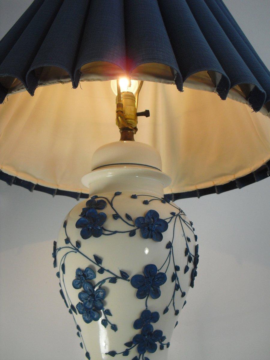 antike keramik tischlampe mit floralem gestell bei pamono. Black Bedroom Furniture Sets. Home Design Ideas