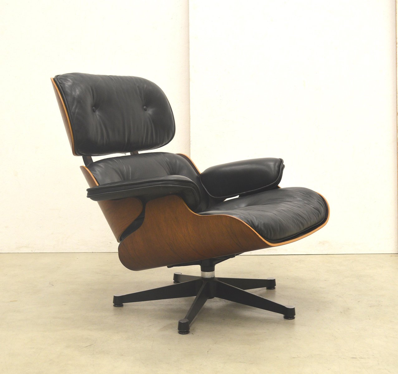 Rosewood lounge chair by ray charles eames for vitra for Vitra eames prix