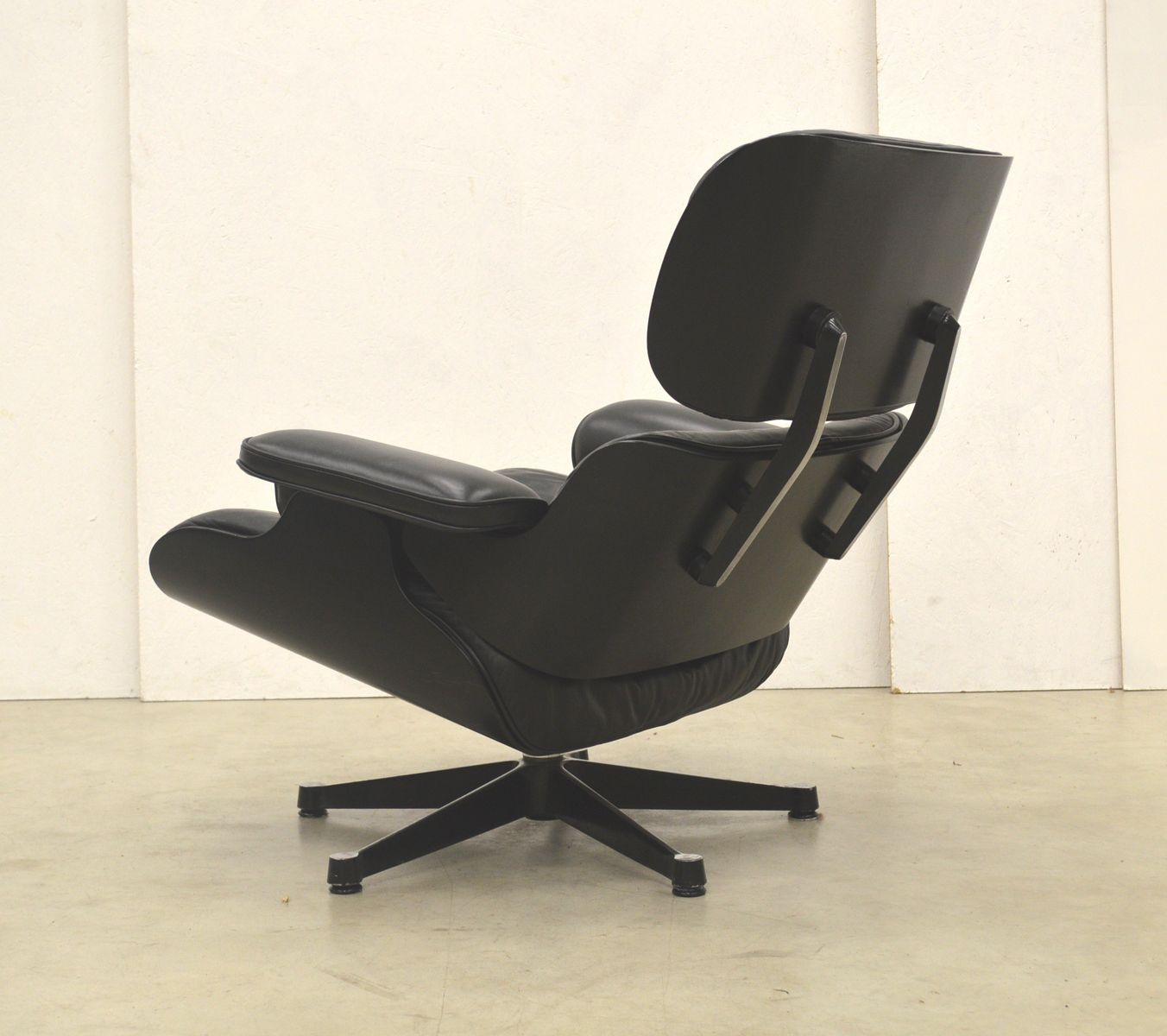 black edition lounge chair by ray charles eames for. Black Bedroom Furniture Sets. Home Design Ideas