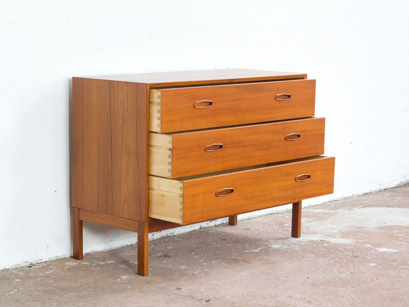 gro e mid century teak kommode mit 3 schubladen von nils jonsson f r hugo troeds bei pamono kaufen. Black Bedroom Furniture Sets. Home Design Ideas