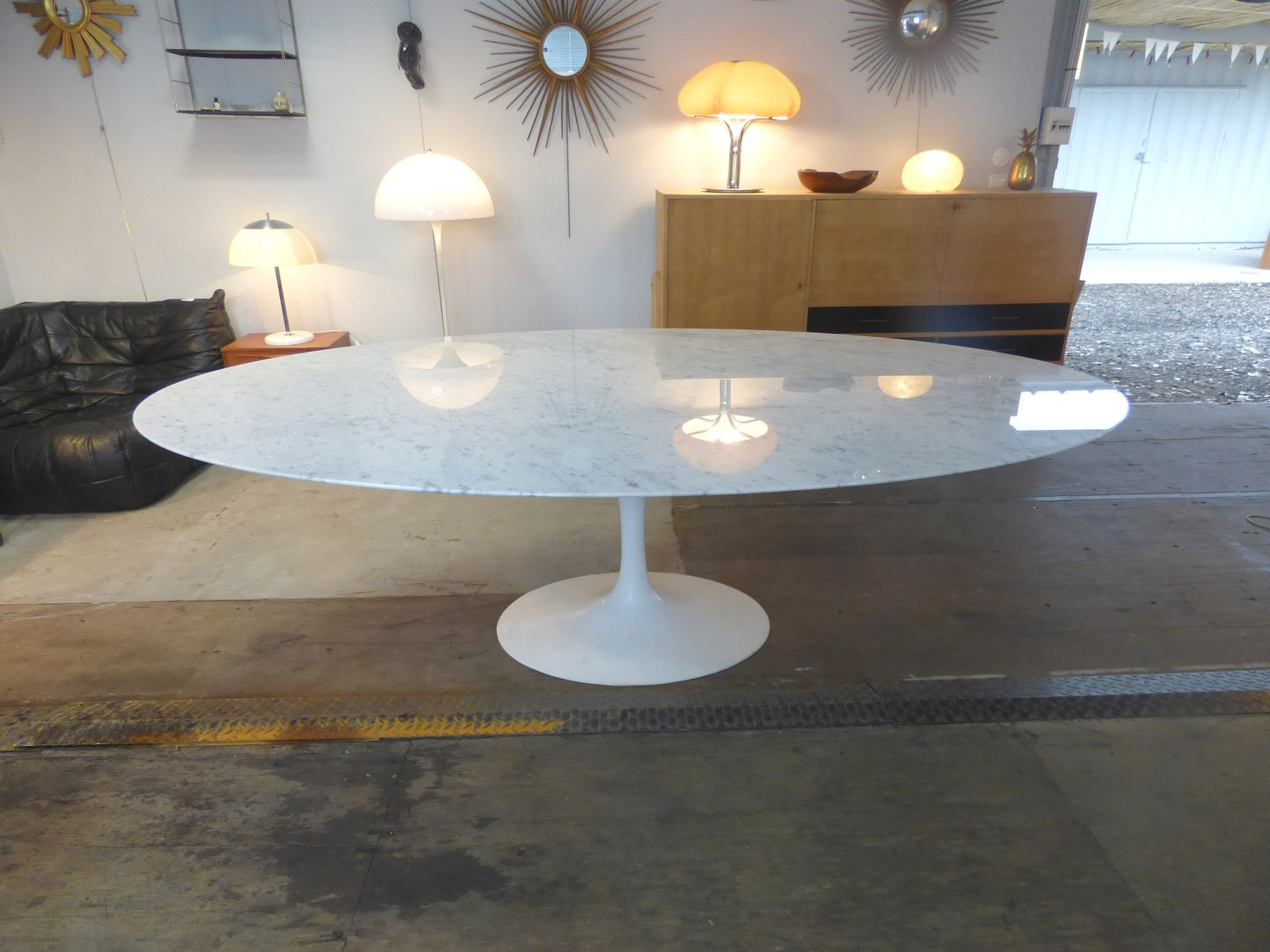 ovaler vintage carrara marmor tisch von eero saarinen f r knoll inc bei pamono kaufen. Black Bedroom Furniture Sets. Home Design Ideas
