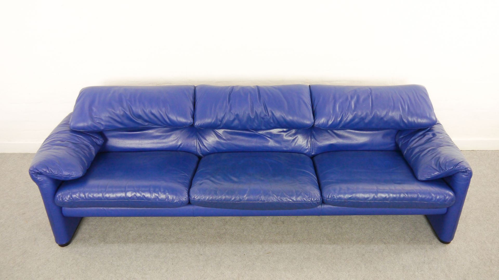 Cobalt blue leather sofa more views sofarustic sleeper for Blue leather chaise